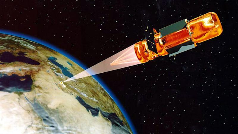 An illustration of the vision for the future of the US Space Command, a directed-energy weapon aiming at a spacecraft. Image: Wikimedia Commons