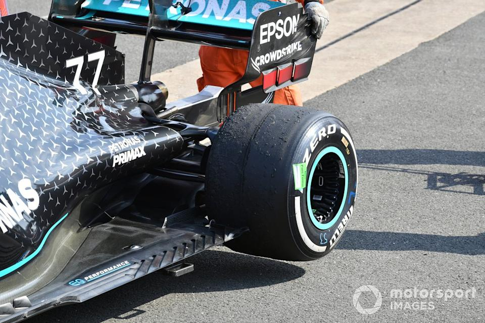 """The worn rear tyre on the car of Valtteri Bottas, Mercedes F1 W11, 3rd position<span class=""""copyright"""">Mark Sutton / Motorsport Images</span>"""