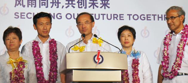 Foreign Minister George Yeo and his team after their loss of Aljunied GRC was announced. (Yahoo! photo/Alicia Wong)