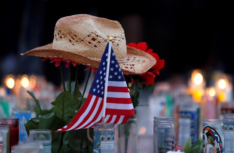 A memorial marks a week since the Oct. 1 mass shooting in Las Vegas. (Steve Marcus / Reuters)
