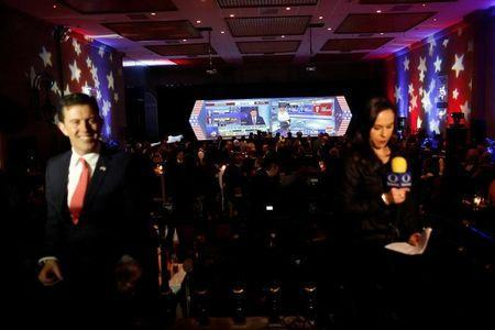 A screen with a broadcast of the U.S. presidential race between Democratic nominee Hillary Clinton and Republican nominee Donald Trump is seen behind TV presenters in a restaurant in Mexico City, Mexico November 8, 2016. REUTERS/Carlos Jasso