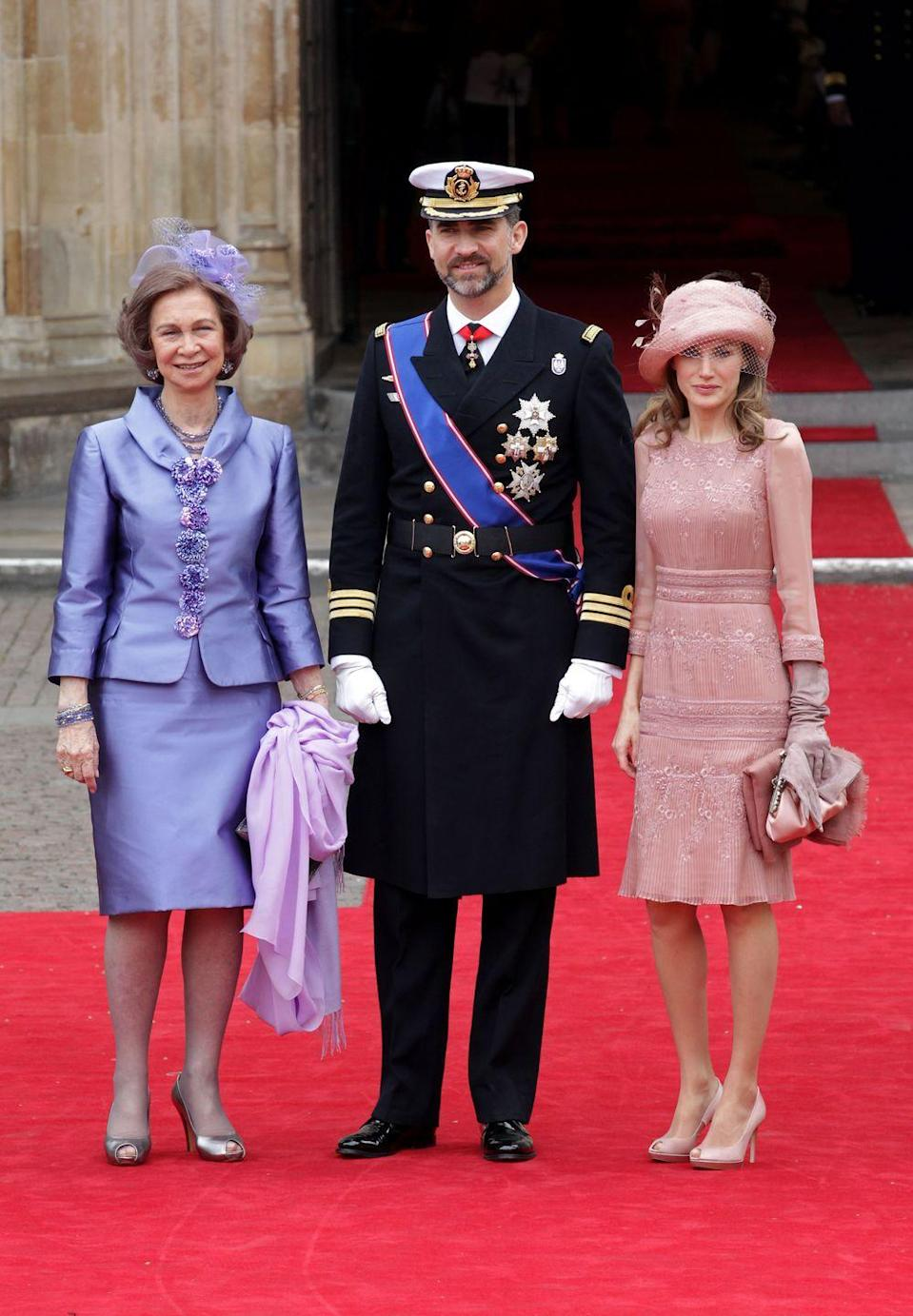 <p>Queen Sofia of Spain stands alongside then-Prince Felipe and Princess Letizia at the royal wedding of William and Catherine.</p>