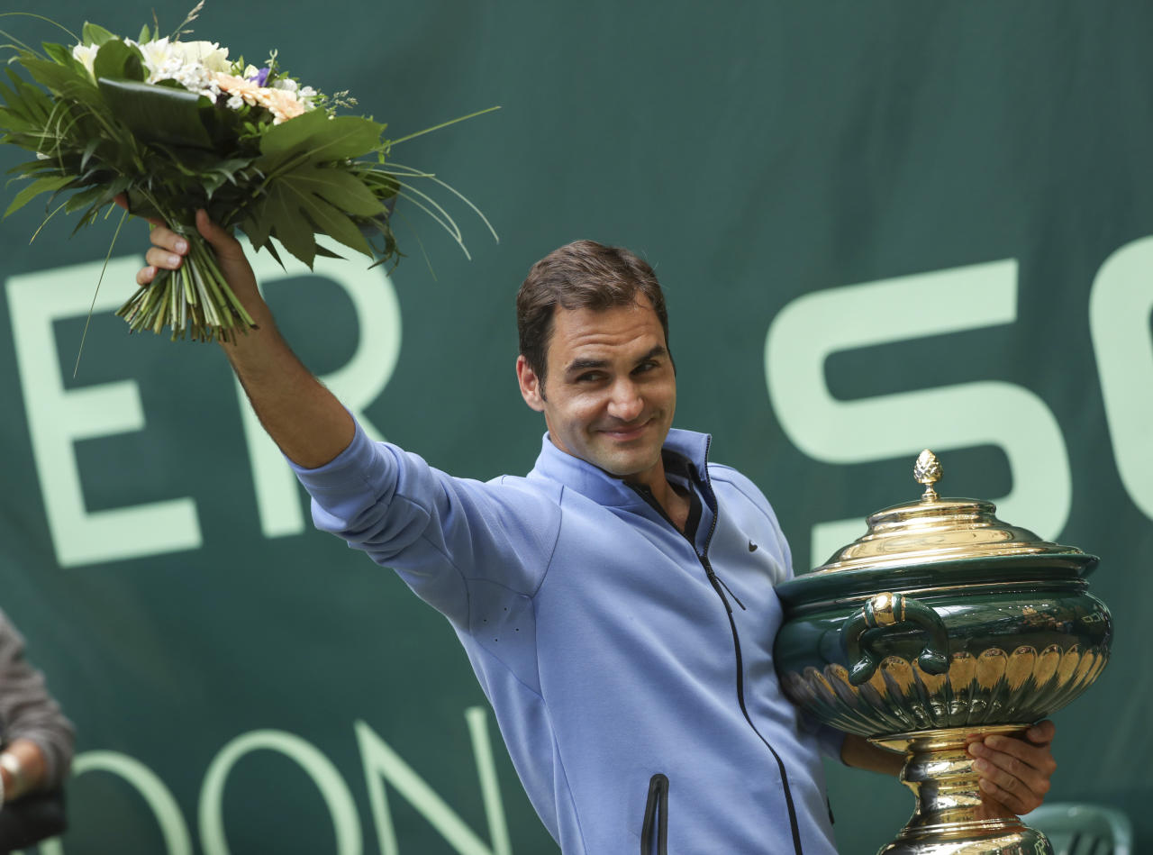 Switzerland's Roger Federer celebrates his victory after the final match against Germany's Alexander Zverev at the Gerry Weber Open tennis tournament in Halle, Germany, Sunday, June 25, 2017. Roger Federer defeated Germany's Alexander Zverev in two sets to win the Gerry Weber Open for the ninth time on Sunday. (Friso Gentsch/dpa via AP)