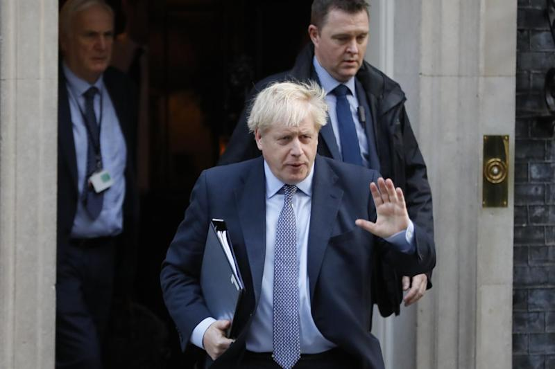 Brexit senza fine, voto slitta e Johnson all'angolo