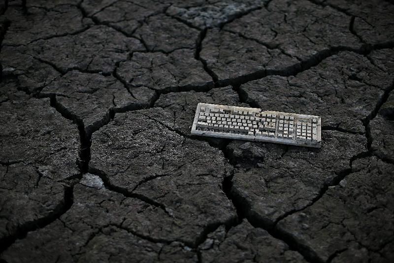 A parallel realm of carbon-polluting activity, ranging from email exchanges to social network chatter to streaming movies on smartphones, has slipped largely unnoticed under the climate change radar (AFP Photo/Justin Sullivan)