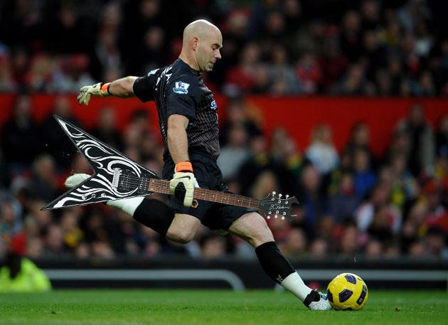 Marcus Hahnemann and a pointy guitar (Getty)