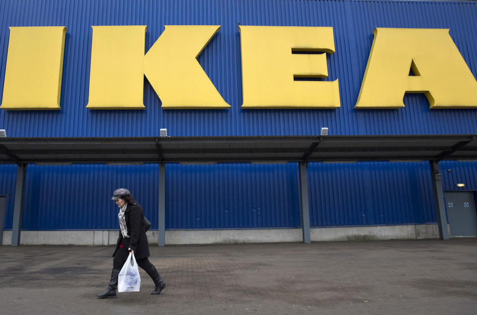 A shopper walks past a sign outside an IKEA store in Wembley, north London January 28, 2015.  IKEA Group, the world's biggest furniture retailer, posted on Wednesday a fiscal full-year net profit that was unchanged from the year before and said the European market continued to improve. REUTERS/Neil Hall (BRITAIN - Tags: BUSINESS SOCIETY)