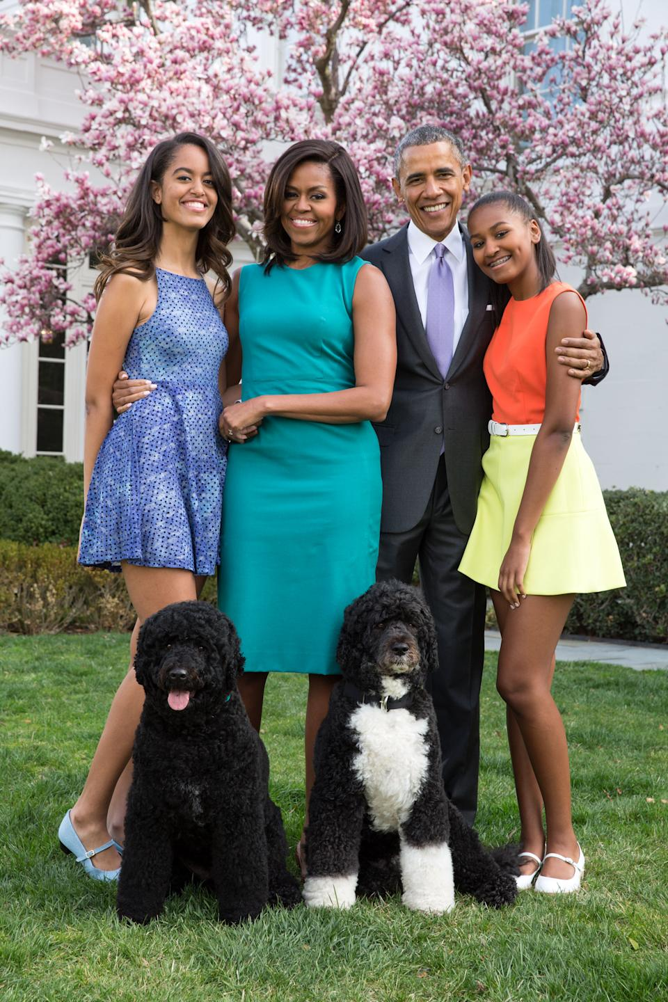 (L-R): Malia Obama, former first lady Michelle Obama, former president Barack Obama and Sasha Obama, depicted in 2015. (Photo: Pete Souza/The White House via Getty Images)