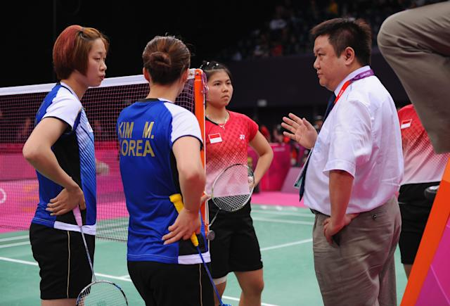 LONDON, ENGLAND - JULY 31: An official speaks to Greysia Polii and Meiliana Jauhari of Indonesia in their match with Jung Eun Ha and Min Jung Kim of Korea during their Women's Doubles Badminton during Badminton match on Day 4 of the London 2012 Olympic Games at Wembley Arena on July 31, 2012 in London, England. (Photo by Michael Regan/Getty Images)