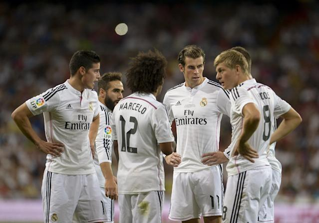 (From L) Real Madrid's James Rodriguez, Daniel Carvajal, Marcelo, Gareth Bale and Toni Kroos gather during their Spanish Supercup first-leg match against Atletico Madrid, at the Santiago Bernabeu stadium in Madrid, on August 19, 2014 (AFP Photo/Dani Pozo)