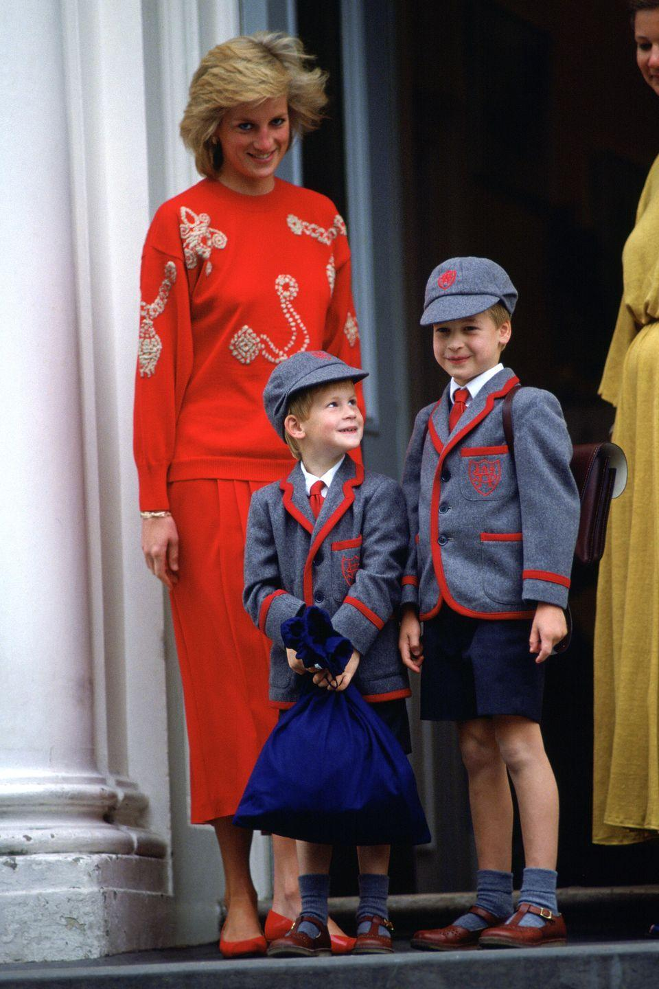 <p>Harry looks up to brother Prince William as the two pose for photos on his first day of classes at Wetherby School.</p>