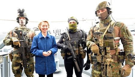 "German Defense Minister Ursula von der Leyen and combat divers of German special naval forces pose for media during her visit at the German army ""Bundeswehr"" in Kiel, Germany April 21, 2017.  REUTERS/Fabian Bimmer"