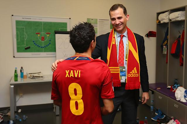 KIEV, UKRAINE - JULY 01: Prince Felipe of Spain speaks to Xavi Hernandez of Spain in the dressing room following the UEFA EURO 2012 final match between Spain and Italy at the Olympic Stadium on July 1, 2012 in Kiev, Ukraine. (Photo by Handout/UEFA via Getty Images)