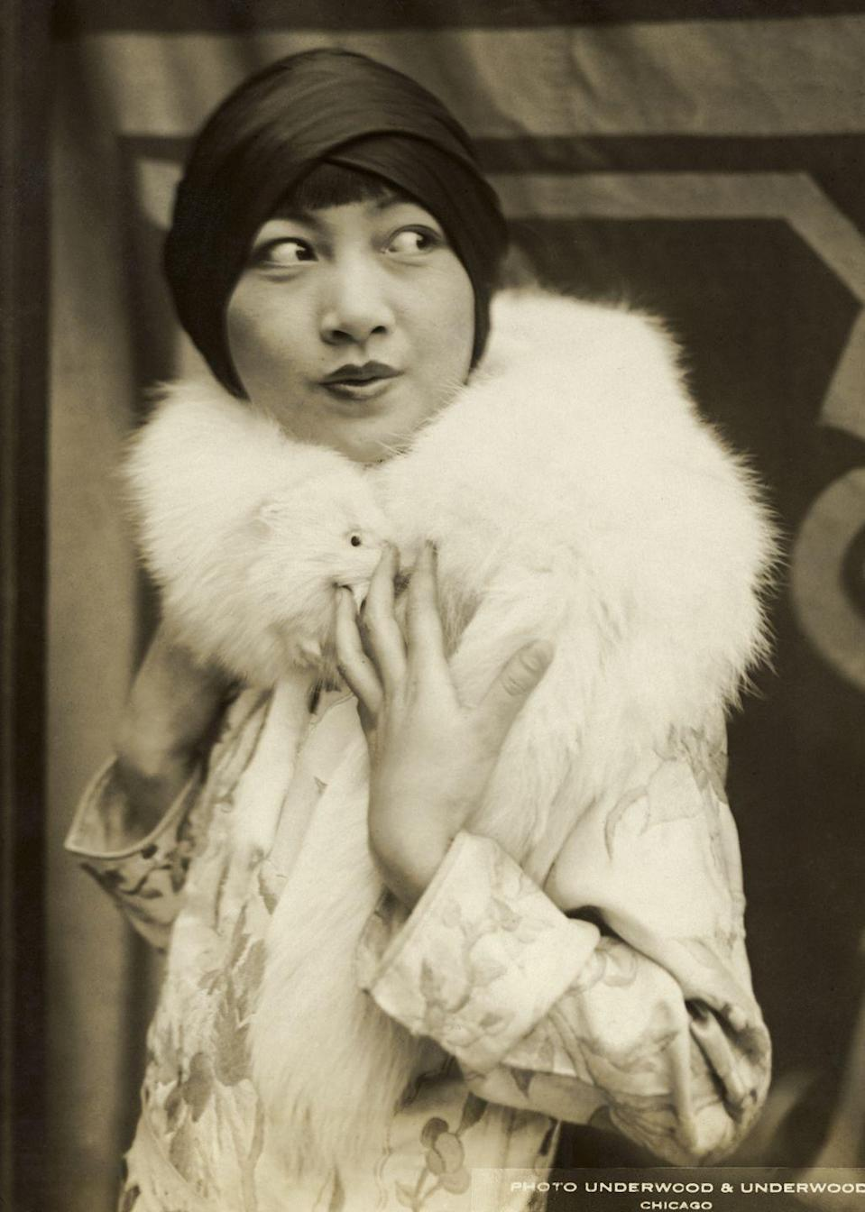 <p>In Chicago, Wong was photographed on a personal appearance tour with a number of other stars. The tour ended up being a failure, and the stars returned to Hollywood. </p>