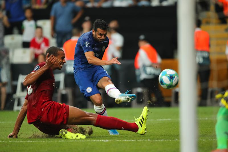 Pedro of Chelsea hits the crossbar. (Credit: Getty Images)