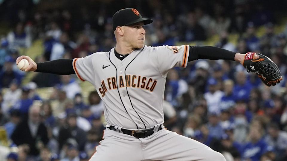 San Francisco Giants pitcher Anthony DeSclafani throws against the Dodgers.