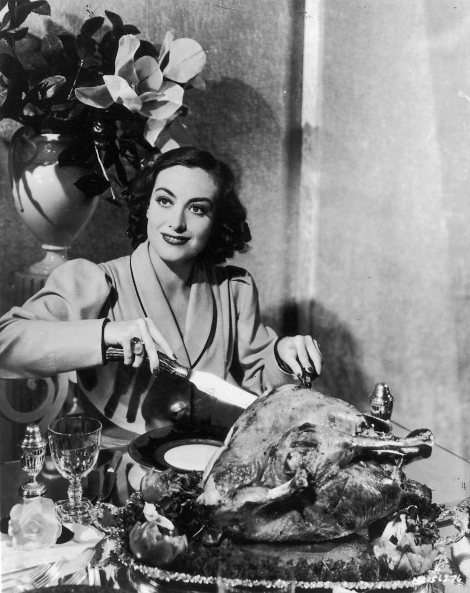 <p>American actress Joan Crawford (<em>Whatever Happened to Baby Jane?</em>) carves a Thanksgiving turkey for a studio publicity shot, circa 1930s.<br></p>