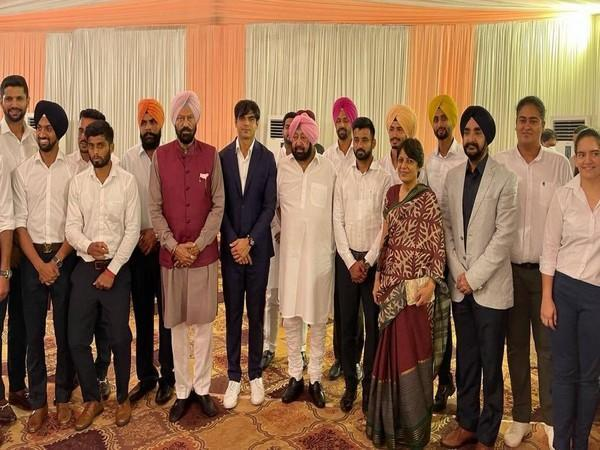 Visual of Punjab Chief Minister Captain Amarinder Singh with Olympic medallists (Photo/ANI)