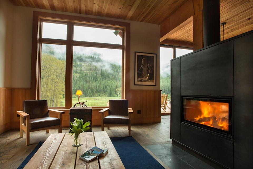 The living room at The Minam River Lodge