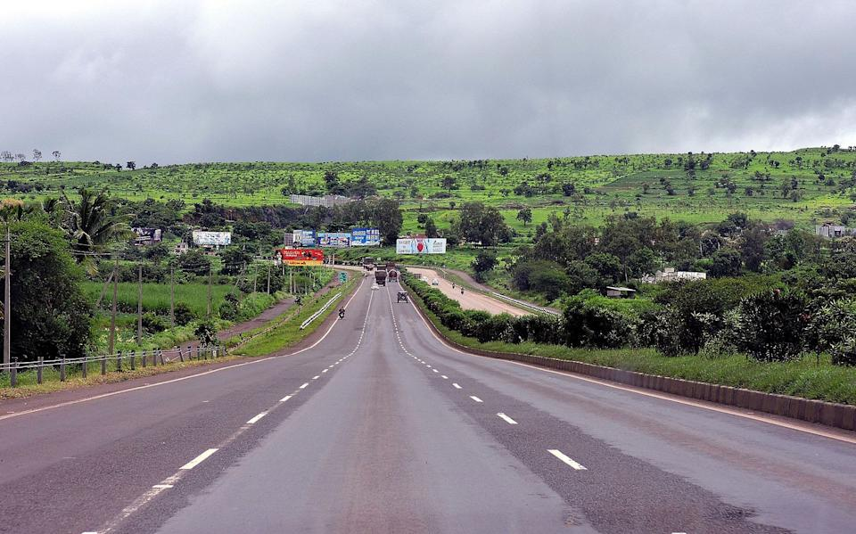 <p><strong>National Highway 48</strong> runs for a distance of 2,807 km and connects the northern states with southern states. This particular highway starts from New Delhi and ends in Chennai. This is one of the most used national highways as it connects major states and cities of India with each other. NH 48 passes through the states of Delhi, Haryana, Rajasthan, Gujarat, Maharashtra, Karnataka and Tamil Nadu.</p>
