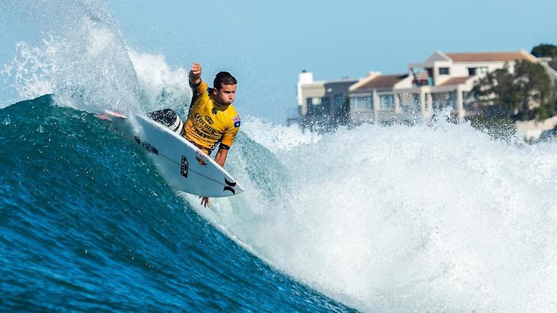 Australian surfer Julian Wilson has cruised through to the quarter-finals at J-Bay