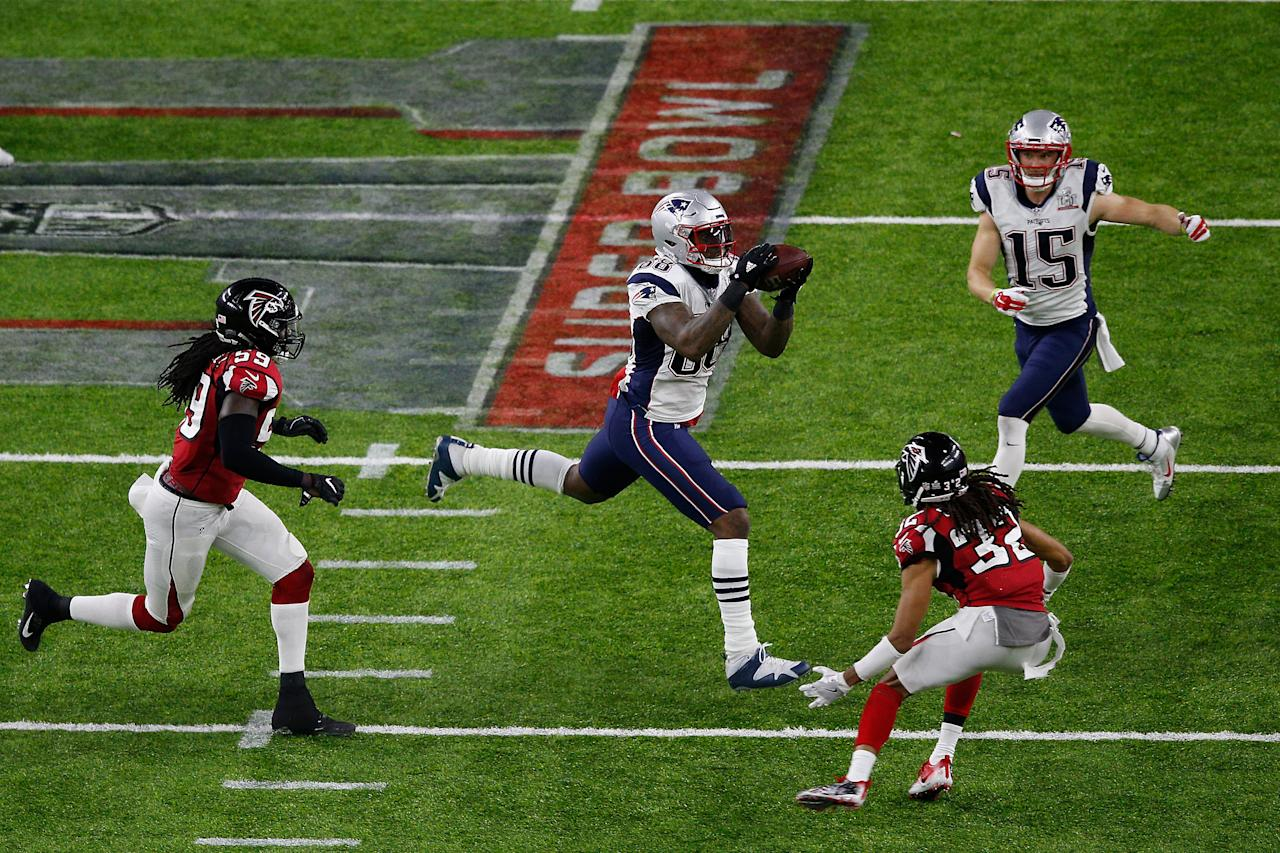 HOUSTON, TX - FEBRUARY 05: Martellus Bennett #88 of the New England Patriots attempts to catch the ball against the Atlanta Falcons during the second quarter during Super Bowl 51 at NRG Stadium on February 5, 2017 in Houston, Texas. The New England Patriots defeated the Atlanta Falcons 34-28. Bob Levey/Getty Images/AFPHOUSTON, TX - FEBRUARY 05: Martellus Bennett #88 of the New England Patriots attempts to catch the ball against the Atlanta Falcons during the second quarter during Super Bowl 51 at NRG Stadium on February 5, 2017 in Houston, Texas. The New England Patriots defeated the Atlanta Falcons 34-28. Bob Levey/Getty Images/AFP (AFP Photo/Bob Levey)