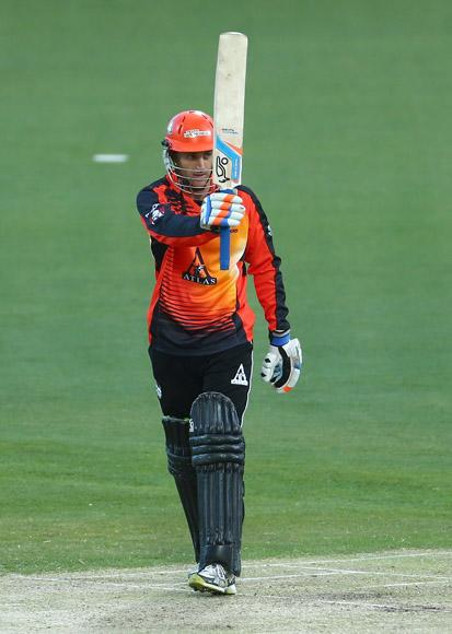 Simon Katich of the Scorchers raises his bat after he scored his half century during the Big Bash League match between the Hobart Hurricanes and the Perth Scorchers at Blundstone Arena on January 1, 2013 in Hobart, Australia.  (Photo by Robert Cianflone/Getty Images)