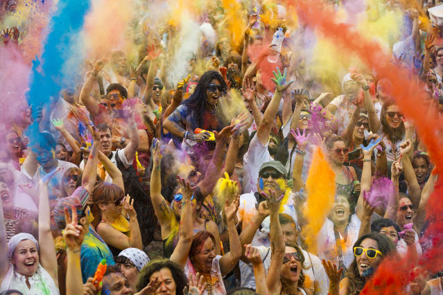 <p>Revelers at the Holi Festival of Colors in Madrid, Aug. 9, 2014. (Photo: Daniel Ochoa de Olza/AP) </p>