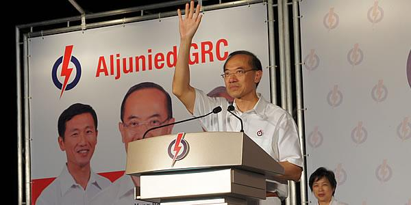 Former foreign affairs minister George Yeo's posted a message on Facebook that sparked buzz. (Yahoo! file photo)