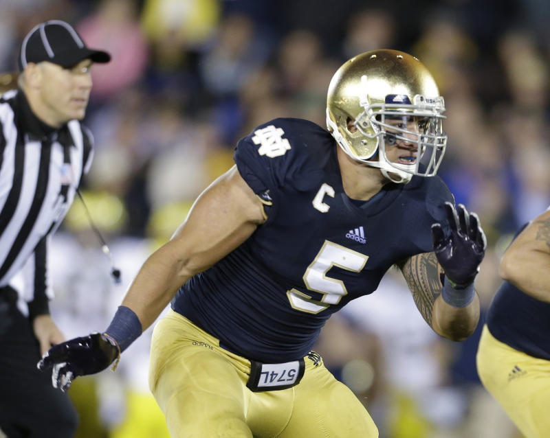 In this Sept. 22, 2012 photo, Notre Dame's Manti Te'o (5) pursues the football  during the first half of an NCAA college football game against Michigan, in South Bend, Ind. Notre Dame defensive coordinator Bob Diaco believes Manti Te'o is the finest football player in college. (AP Photo/Darron Cummings)