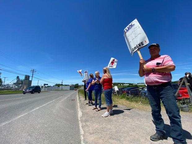 Workers at the Exceldor plant had been on strike since May 23. (Pascal Poinlane/Radio-Canada - image credit)