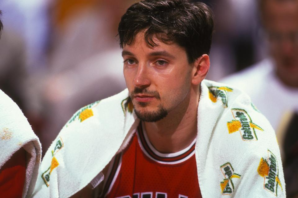 LANDOVER, MD - MARCH 1:  Tony Kukoc #7 of the Chicago Bulls during a NBA basketball game against the Washington Bullets at USAir Arena on March 1, 1996 in Landover, Maryland.  (Photo by Mitchell Layton/Getty Images)