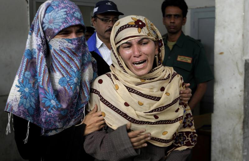 Rukhsana Bibi, center, mourns for her daughter, polio worker Madiha Bibi, killed by unknown gunmen, at a local hospital in Karachi, Pakistan, Tuesday, Dec. 18, 2012. Gunmen killed several people working on a government polio vaccination campaign in two different Pakistani cities on Tuesday, officials said. The attacks were likely an attempt by the Taliban to counter an initiative the militant group has long opposed. (AP Photo/Fareed Khan)