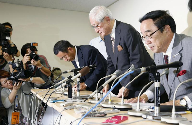 Japan baseball boss apologizes for ball switch