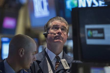 Trader Daniel Kryger (R) looks up at a screen while working on the floor of the New York Stock Exchange February 27, 2014. REUTERS/Brendan McDermid