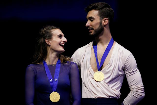 Figure Skating - World Figure Skating Championships - The Mediolanum Forum, Milan, Italy - March 24, 2018 France's Gabriella Papadakis and Guillaume Cizeron celebrate with their gold medals after the Ice Dance Free Dance REUTERS/Alessandro Garofalo