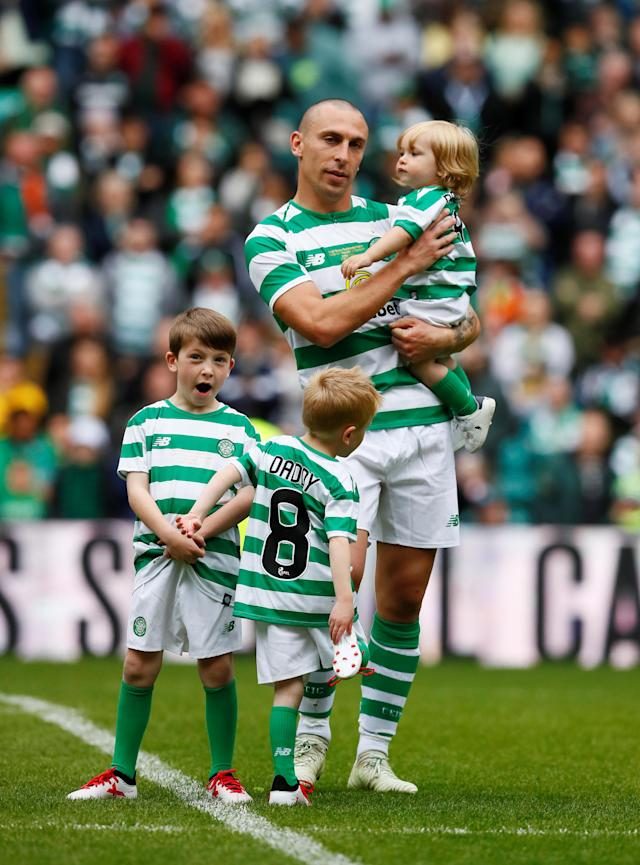 Soccer Football - Celtic vs Ireland XI - Scott Brown Testimonial - Celtic Park, Glasgow, Britain - May 20, 2018 Celtic's Scott Brown with children Action Images via Reuters/Jason Cairnduff