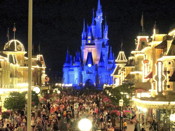 Guests at Disney theme parks are once again required to wear facemasks inside, the company announced this week. ((Orlando Sentinel))