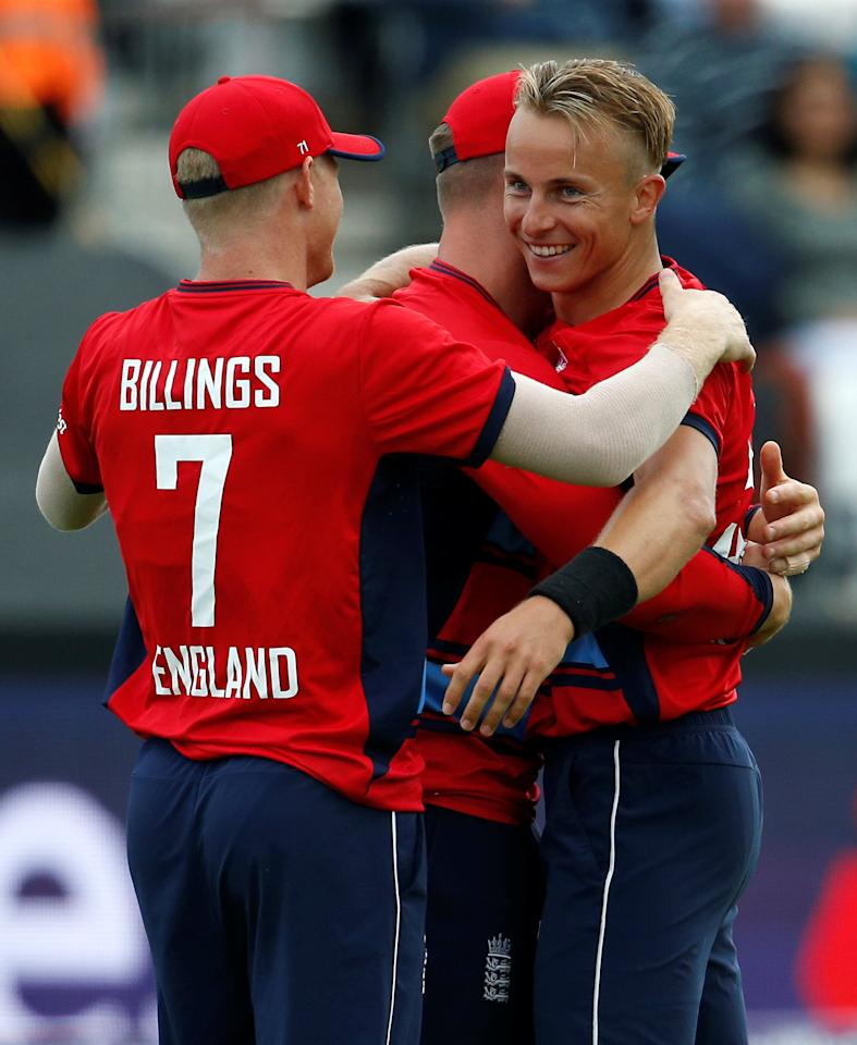Cricket - England vs South Africa - Second International T20 - Taunton, Britain - June 23, 2017   England's Tom Curran celebrates the wicket of South Africa's Chris Morris with team mates    Action Images via Reuters/Andrew Couldridge