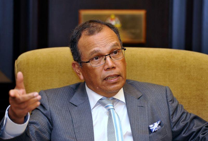 Md Raus (pic) and Zulkefli voluntarily tendered their resignation to the Yang di-Pertuan Agong on June 7. ― Malay Mail pic