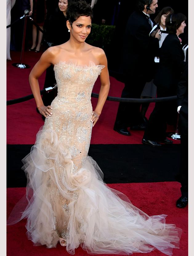 Oscars 2011 photos: Halle Berry looked fabulous feminine in this Marchesa creation complete with netted train.