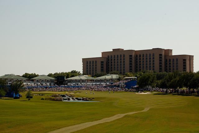 "<h1 class=""title"">Las Colinas 18th hole</h1> <div class=""caption""> The 18th hole of the TPC Four Seasons at Las Colinas. </div> <cite class=""credit"">Darren Carroll</cite>"