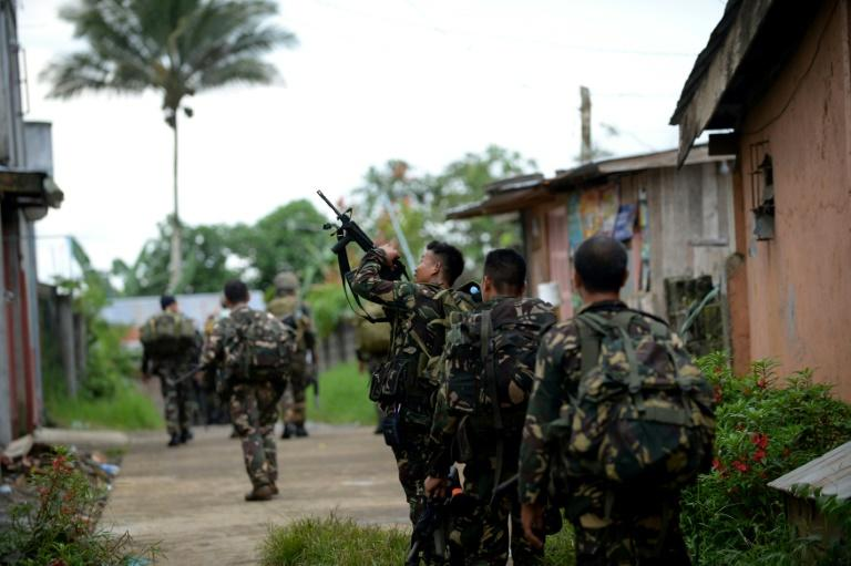Thousands trapped in Marawi as fighting rages in Philippine city
