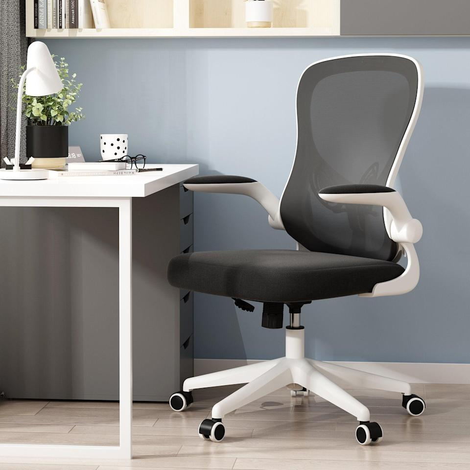 """<h2>Best Ergonomic Office Chair Under $200<br></h2><br><h3>Inbox Zero Ergonomic Polyurethane Chair<br></h3><br>You can score a regular task chair for as low as $30, but if you want an ergonomic chair that's actually going to keep your back in check, we suggest not going under a $100 price tag (unless it's on super sale). Inbox Zero's Polyurethane chair is perfect for budget-savvy shoppers in need of lumbar support for less. Some highlights include, but are not limited to, sleek design, flip-up arms, optional rocking mechanisms, and added lumbar support. <br> <br><em>Shop <strong><a href=""""https://www.wayfair.com/furniture/pdp/inbox-zero-ergonomic-polyurethane-task-chair-w004169096.html"""" rel=""""nofollow noopener"""" target=""""_blank"""" data-ylk=""""slk:Wayfair"""" class=""""link rapid-noclick-resp"""">Wayfair</a></strong></em><br><br><strong>Inbox Zero</strong> Ergonomic Polyurethane Task Chair, $, available at <a href=""""https://go.skimresources.com/?id=30283X879131&url=https%3A%2F%2Fwww.wayfair.com%2Ffurniture%2Fpdp%2Finbox-zero-ergonomic-polyurethane-task-chair-w004169096.html"""" rel=""""nofollow noopener"""" target=""""_blank"""" data-ylk=""""slk:Wayfair"""" class=""""link rapid-noclick-resp"""">Wayfair</a>"""