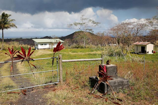 <p>Offerings to Pele, the Hawaiian volcano goddess, are seen in the gate of an evacuated home near a lava flow on the outskirts of Pahoa during ongoing eruptions of the Kilauea Volcano in Hawaii, June 6, 2018. (Photo: Terray Sylvester/Reuters) </p>