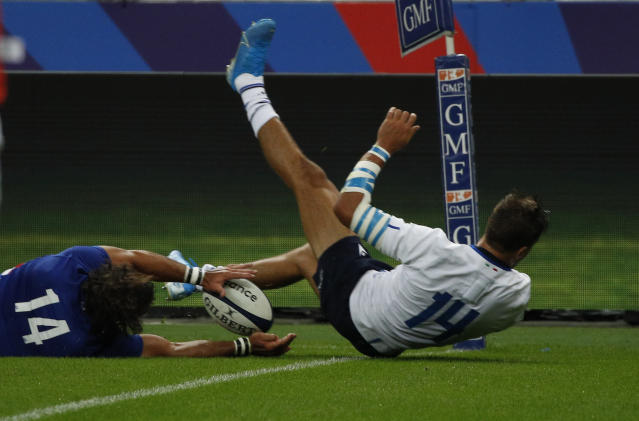 France's Damian Penaud, left, scores his team second try as Italy's Mattia Bellini tries to defend during a friendly rugby test match between France and Italy at Stade de France in Saint Denis, north of Paris, France, Friday, Aug. 30, 2019. (AP Photo/Francois Mori)