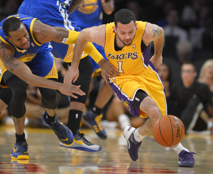 Golden State Warriors forward Andre Iguodala, left, and Los Angeles Lakers guard Jordan Farmar go after a loose ball during the first half of an NBA basketball game, Friday, Nov. 22, 2013, in Los Angeles. (AP Photo/Mark J. Terrill)