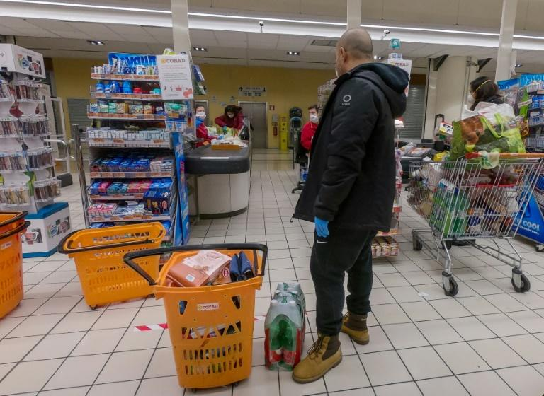 Supermarket staff feel increasingly vulnerable after the deah of a cashier in Brescia last month