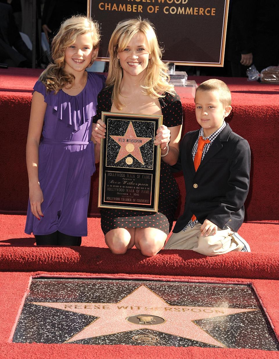 Reese Witherspoon with kids Ava and Deacon at the Hollywood Walk of Fame Star induction ceremony in 2010. (Photo: Getty Images)