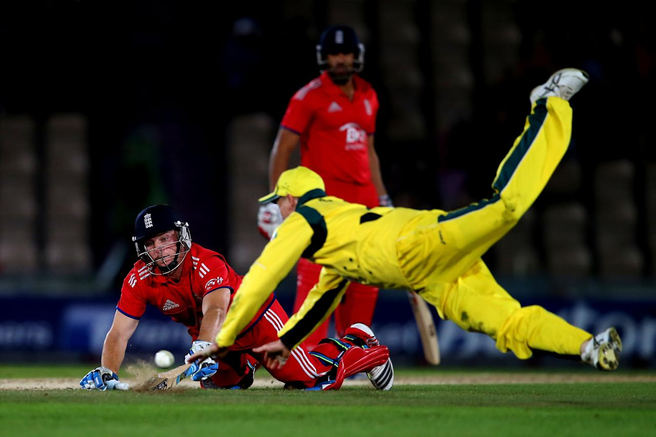 SOUTHAMPTON, ENGLAND - SEPTEMBER 16:  Jos Butler of England dives to make his ground as George Bailey of Australia attempts to run him out during the 5th NatWest Series one day international at the Ageas Bowl on September 16, 2013 in Southampton, England.  (Photo by Clive Rose/Getty Images)